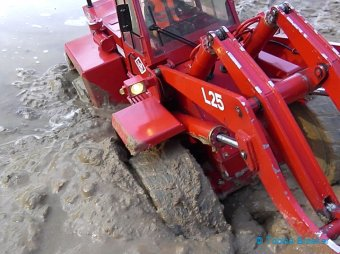 Wheel Loader stucks in mud